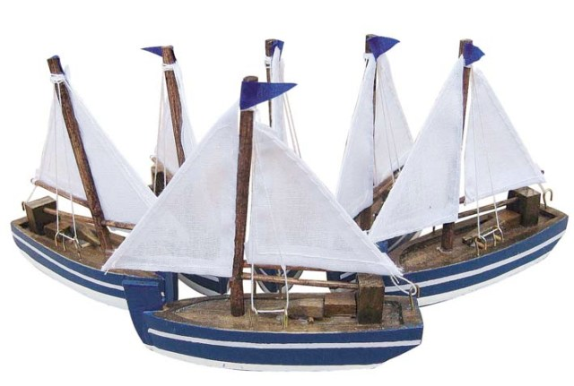 Wooden sailboats with woven veil - marine style - marine decoration