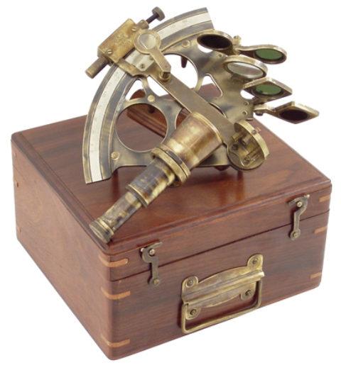 Sextant in old wooden box -  antic brass finish -  7''8/9 - marine style - marine decoration