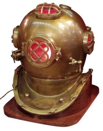 American diving helmet -  antic brass finish -  230 V (delivered with the wooden base and 230 V elec