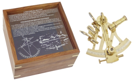 Sextant in wooden box engraved -  shiny brass finish -  L : 4''3/4 - marine style - marine decoratio