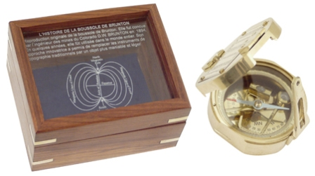 Brunton compass in wooden box engraved -  shiny brass finish -  diam : 3''1/6 - marine style - marin