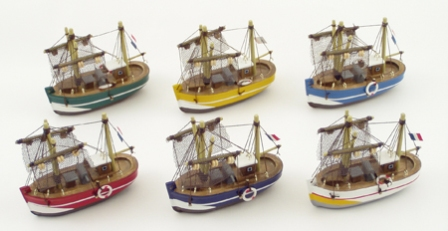 Fishing boat -  set  of 6 in assorted colours -  L : 4''* H : 3''1/2 - marine style - marine decorat